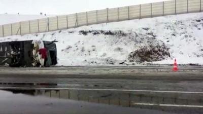 kurtarma ekibi - Yolcu otobüsü devrildi: 32 yaralı (2) - SİVAS