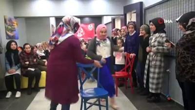 Bitlisli kadınlar hem eğlendi, hem de acı biber yiyerek yarıştı