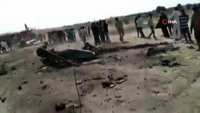 - Hindistan Savaş Uçağı Düştü - Pilot Sağ Kurtuldu