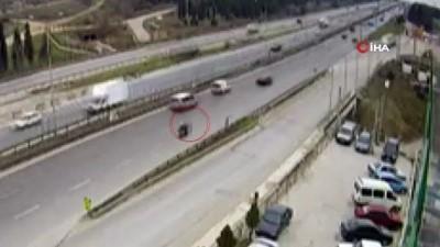 motosiklet surucusu -  Dikkatsiz sürücünün motosikletliye çarptığı kaza kamerada