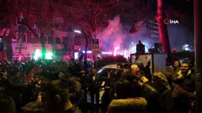 Millet İttifakı İzmit Belediye başkan adayı, zaferini vatandaşlarla kutladı