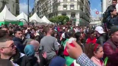 hukumet karsiti -  - Cezayir halkı Abdülkadir bin Salih'e de 'Hayır' dedi