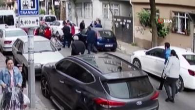 kadin surucu -  Kadın sürücünün, yola fırlayan Suriyeli motosikletliye çarpma anı kamerada