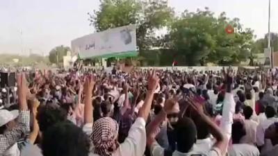 - Sudan'da Darbe Sonrası Kutlamalar Başladı - Ordu, Siyasi Tutukluları Serbest Bıraktı