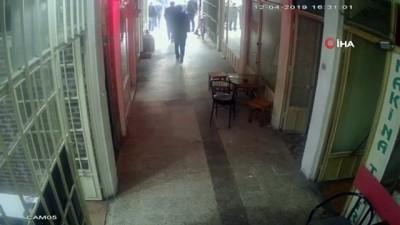 Akyazı'daki depremde vatandaşın korku dolu anları kameraya yansıdı