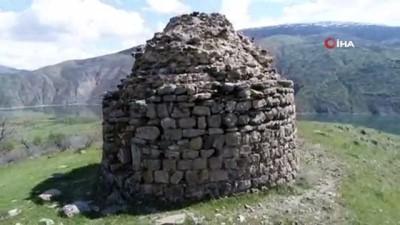 Manzarası ile dikkat çeken bin yıllık kümbet