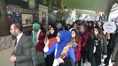 81 ilden bin öğrenci Şeyh Edebali Türbesi'ni ziyaret etti