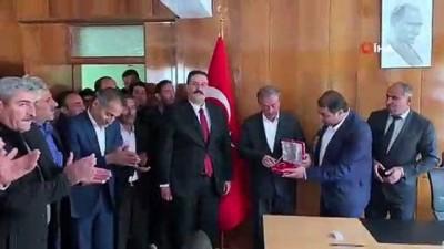 yerel yonetim -  Bahçesaray Belediye Başkanı Arvas, göreve başladı
