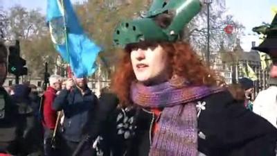 - Londra'da Çevrecilerden İklim Değişikliği Protestosu