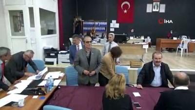 Bartın Belediye Başkanı Cemal Akın mazbatasını aldı
