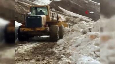 Karlıova'da çığ düştü: Kapanan yol açılırken, Yedisu'da ise mezra yollarında karla mücadele devam ediyor