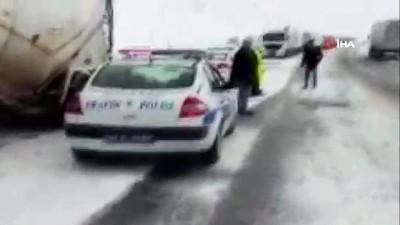 Kar yağışı ve buzlanma, Kop ile Sakaltutan'da ulaşımı aksattı