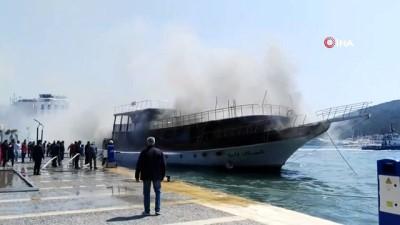 Çeşme'de gezi teknesinde korkutan yangın, ekiplerin müdahalesi sürüyor