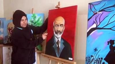 Engelleri onlara 'engel' değil...İşitme engelli gençlerin yaptığı tablolar hayran bırakıyor