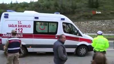 Kontrolden çıkan otomobil yol kenarındaki kütüklere çarptı: 3 ağır yaralı