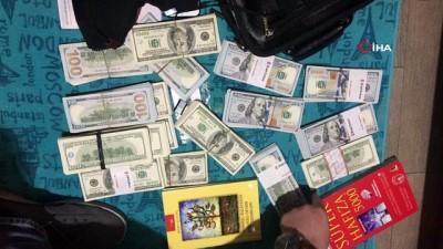 Yüklü miktarda dövizle yakalanan FETÖ imamı paraları kitapların arasında açtığı özel bölmede saklamış