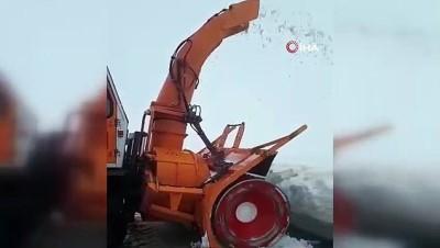 Malazgirt'te karla mücadele çalışmaları sürüyor