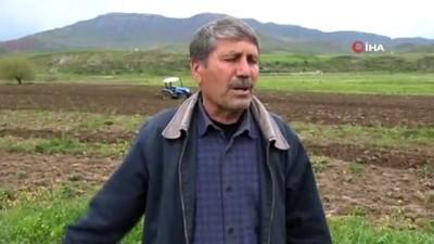 Siirt'te aşırı yağışlar nedeniyle tarlada oluşan obruk çiftçileri korkuttu Haberi