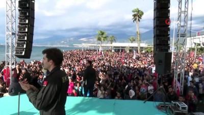 Solo Türk'ü İskenderun'da binler izledi.... Vatandaşlar nefesleri tutarak izledi