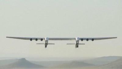 : Dünyanın en büyük uçağı Roc ilk kez havalandı