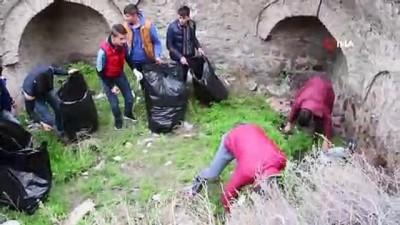 'Çevrecilik Milliyetçiliktir' sloganıyla çevredeki çöpleri topladılar İzle
