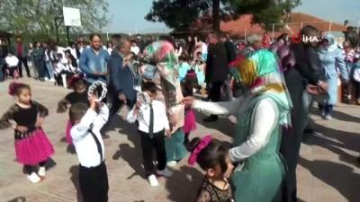 23 Nisan'ı bağış yaparak kutladılar...1 saatte 16 bin lira para toplandı