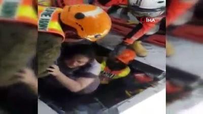 - Filipinler'de Enkaz Altından Bir Kişi Kurtarıldı - Dün Yaşanan Depremde Ölü Sayısı Artıyor