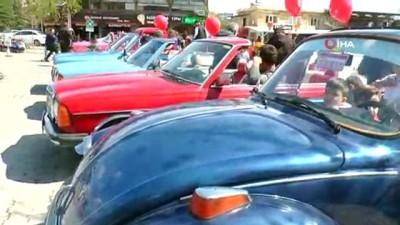 klasik otomobil -  Göreme'de çocuklar 23 Nisan'ı klasik otomobillerle kutladı