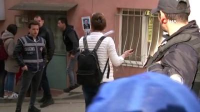 Kağıthane'de vatandaşlar polis nezaretinde evlerine girdi