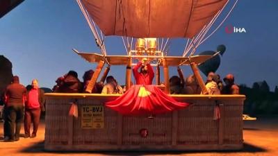 dogus -  Kapadokya'da balonlar 23 Nisan için Türk bayraklarıyla havalandı