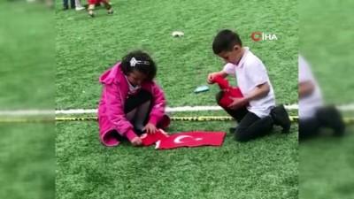 Çocukların duygulandıran 'Bayrak' sevgisi