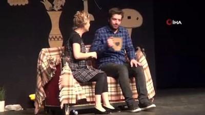 trol -  'Büyük Sürpriz' adlı tiyatro oyunu izleyicilerden büyük beğeni aldı