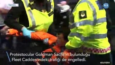 Londra polisinden çevrecilere müdahale