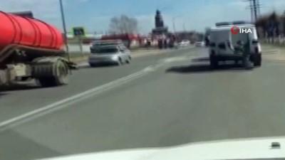 - Polis aracından düşen zanlı kaçtı, olay anı kameraya yansıdı