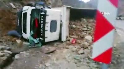 saglik ekipleri -  Taş yüklü kamyon devrildi: 1 ölü