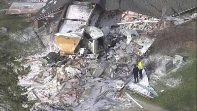 mustakil ev - : ABD'de yoldan çıkan tır müstakil evi enkaza çevirdi
