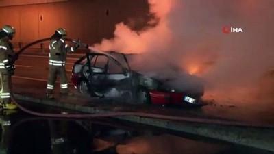 Kağıthane'de seyir halindeki otomobil alev aldı
