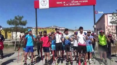 saglik ekipleri -  Tekerlekli kayak koşusu hayatı kentte durdurdu Haberi