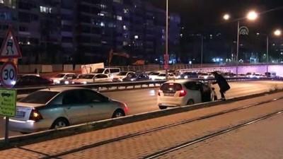 kadin surucu - İzmir'de trafik kazası