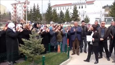 Pazaryeri'nin bağımsız belediye başkanı Zekiye Tekin mazbatasını aldı - BİLECİK