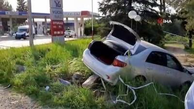yuksek gerilim hatti -  Adıyaman'da facianın eşiğinden dönüldü...Otomobil yüksek gerilim hattına, minibüs ise petrol istasyonundaki dampere çarparak durabildi