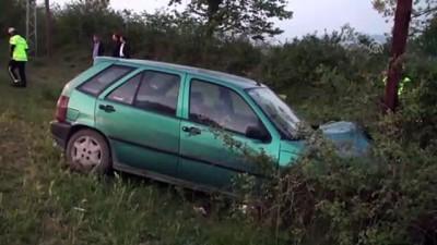 Otomobil aydınlatma direğine çarptı: 4 yaralı - BARTIN