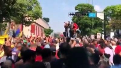 anayasa - Venezuela'da darbe girişimine karşı çıkan halk sokaklarda - CARACAS