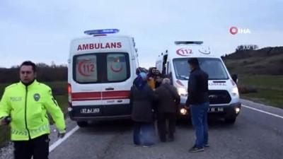 Sinop'ta minibüs park halindeki otomobile çarptı: 5 yaralı