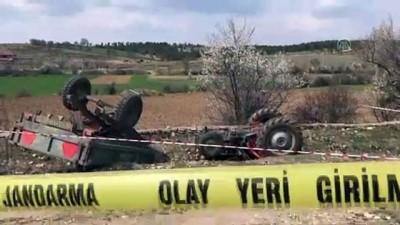 Uşak'ta traktör devrildi: 2 ölü