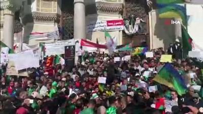 anayasa -  - Cezayirliler '3B'nin istifasını istiyor