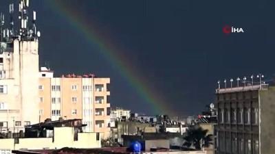 Gökkuşağı Türkiye'den Suriye'ye uzanarak köprü halini aldı