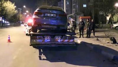 Otomobilin durakta bekleyenlere çarpması güvenlik kamerasında - AFYONKARAHİSAR