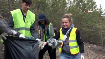 Kilometrelerce uzaktan gelip Sivas'ta çöp topladılar
