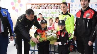 Öğretmenler polis üniformasıyla ders anlattı - GÜMÜŞHANE